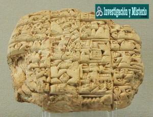 Sobre estas líneas, una de las fascinantes y desconcertantes tablillas sumerias recuperadas por los arqueólogos